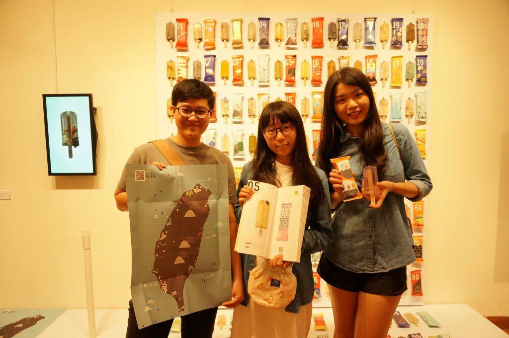 洪亦辰、郭怡慧、鄭毓迪三人是台灣藝術大學視覺傳達設計系的學生,「100%純污水製冰所」的冰棒是其畢業作品。