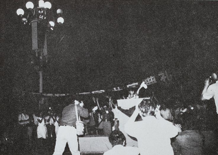1989年6月3日晚,天安門廣場民主大學在北京天安門舉行開學典禮。