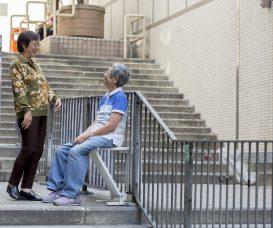 中西區地勢多山,很多長斜路和樓梯,把歇腳凳安放在欄杆上,可以讓人隨時休息。