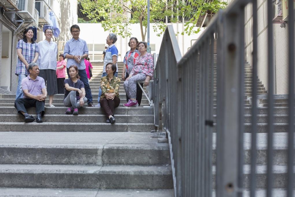 中西區三個社區中心的長者義工首次自己設計傢俬,他們與社工、建築師多磨建社合作,歷時超過大半年 。