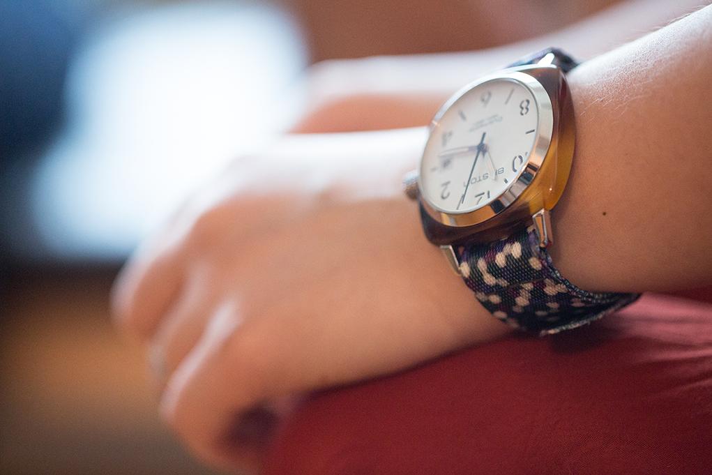 其中一款錶帶的圖案以Fred和Joyce家中的北歐地毯為意念。