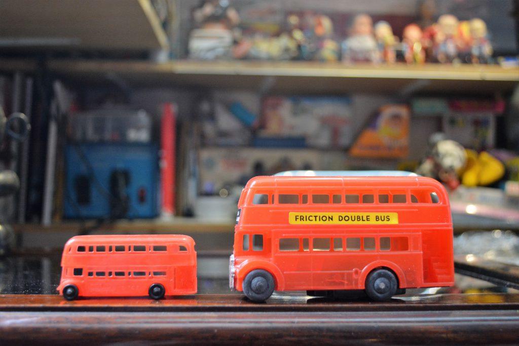 本地市場細小,故香港交通工具造型的玩具不多;產量和款式較多的,反而是港產倫敦雙層巴士玩具,因為可以外銷英國。