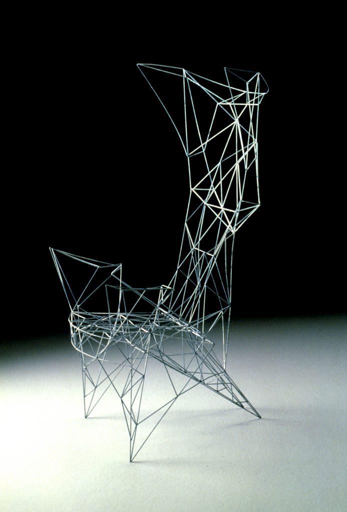 Pylon Chair則以天橋與電纜架為設計藍本,誓要創造出世上最輕的椅子。