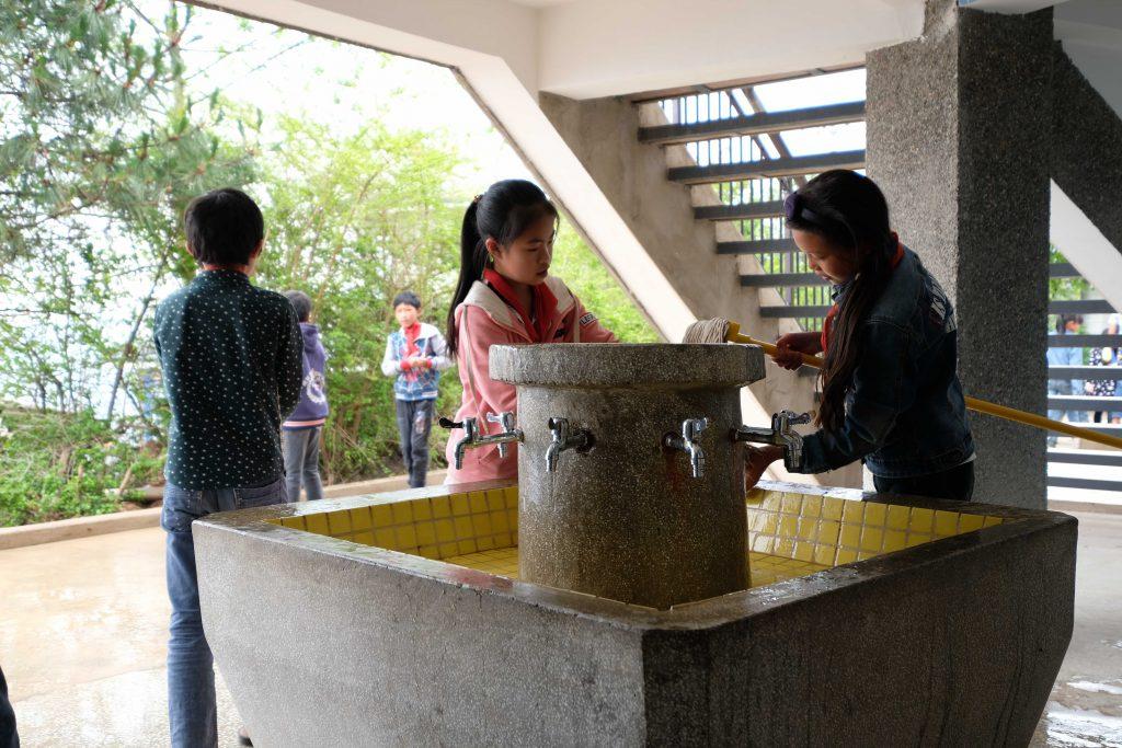 造型有趣的洗手盆,令學生不再抗拒洗手,養成好習慣。