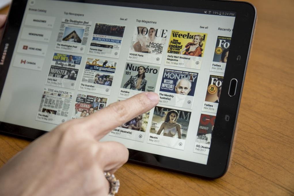 除了電影,雜誌書刊也屬機上娛樂重要一環,9月起,乘客可以上機前下載應用程式,於四十八小時內免費超過五千本電子雜誌。