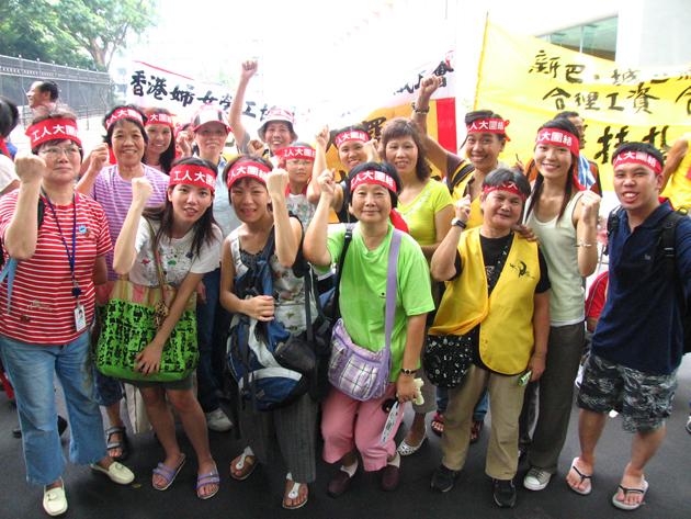 在香港,劉嘉美是一個組織者,她堅持要跟基層站在一起。圖為爭取最低工資立法。