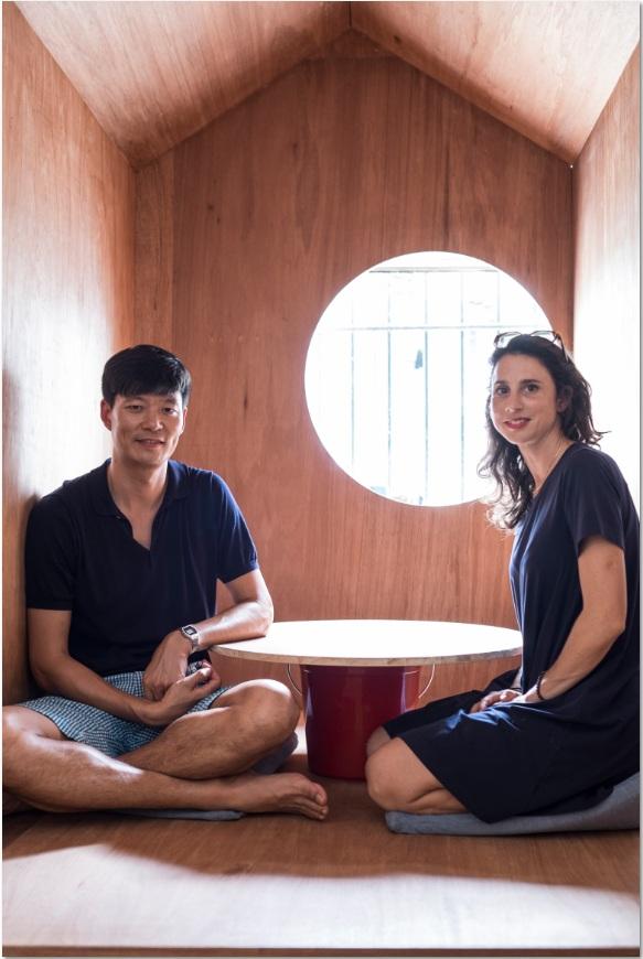 設有Think House,一個木製小空間,留下一扇小圓窗,讓人從紛亂中靜下發呆。