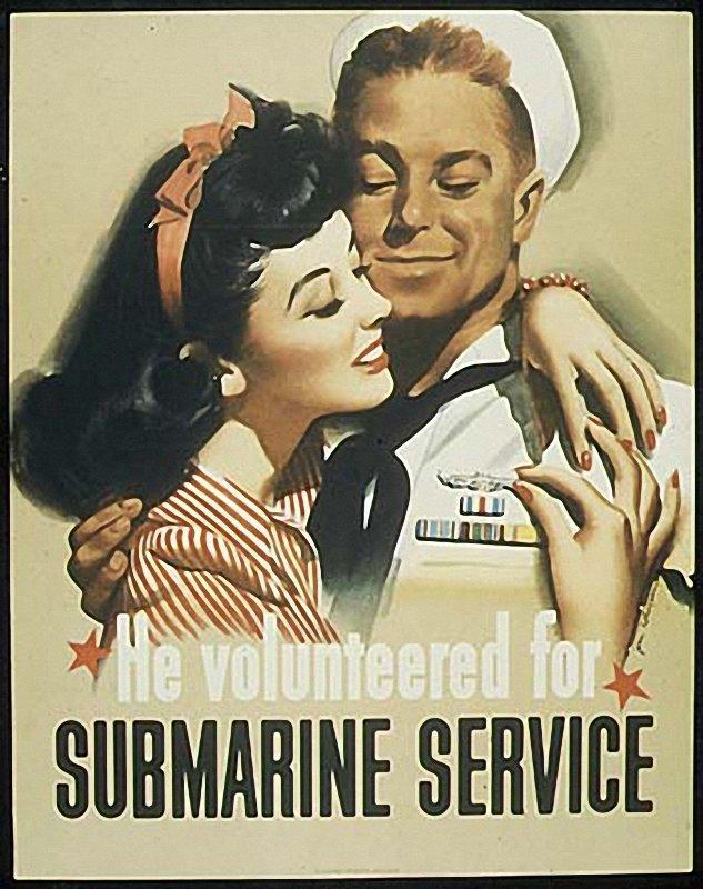 海報潛台詞彷彿在說,只要你去當潛艇兵,也會像我一樣有漂亮的姑娘投懷送抱。