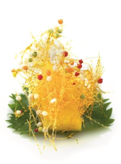 拔絲菠蘿 // 新派經改良的拔絲,沒有把水果上漿油炸, 直接將果肉蘸糖, 沒有了那層厚粉漿, 減了膩感也吃出果肉的汁豐。 ($198,6件/東來順)