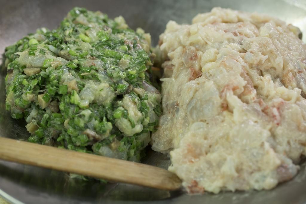 相對於北方餃,我們廣東人比較喜歡吃清爽的蝦餡和菜肉餡。
