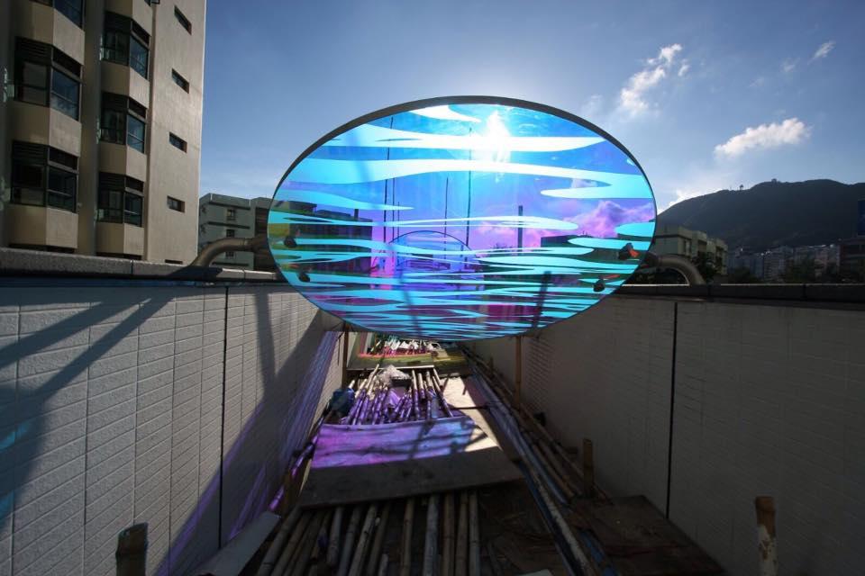 陽光在玻璃上化作畫布,再折射在牆上,成果叫人歎為觀止。