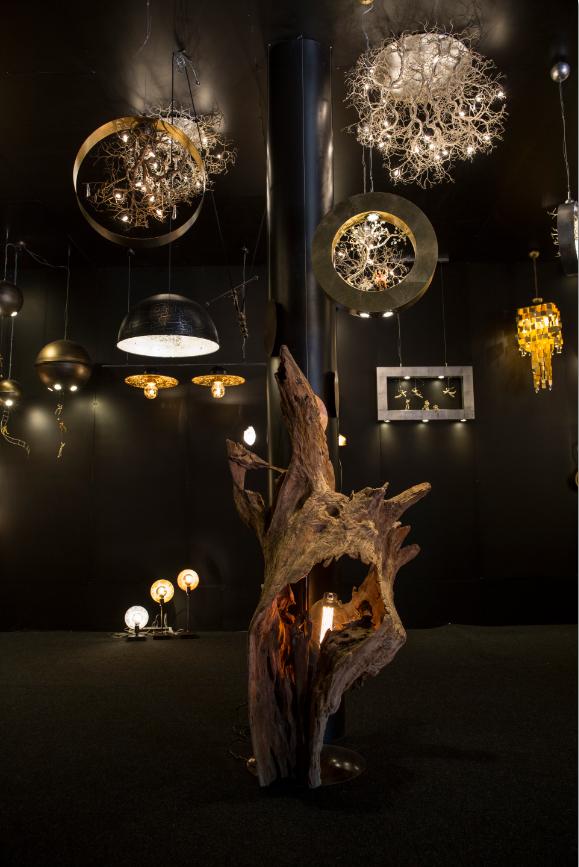 將巨型朽木改造成燈飾,如像森林精靈。