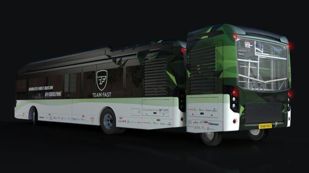 特製裝置「Reformer」設在巴士後方。