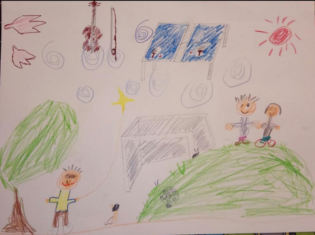兩兄弟合作畫的畫,看來孩子們今個暑期想放風箏,高爸爸應該會安排了!