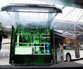 Nederland, Eindhoven, 6 juli 2017.  Presentatie van FAST REX, de stadsbus op mierenzuur.  Team FAST, een studententeam van de TU Eindhoven bouwt 's werelds eerste systeem dat mierenzuur omzet in elektriciteit.  In een trailer achter een elektrische bus van VDL bevind zich hun range extender (REX) waarin hydrozine (99% mierenzuur) wordt gesplitst in waterstof en CO2, waarna de waterstof wordt omgezet in electriciteit. Dit systeem is duurzaam en CO2-neutraal, en een veilige manier om waterstof te vervoeren.  foto: TU/e, Bart van Overbeeke