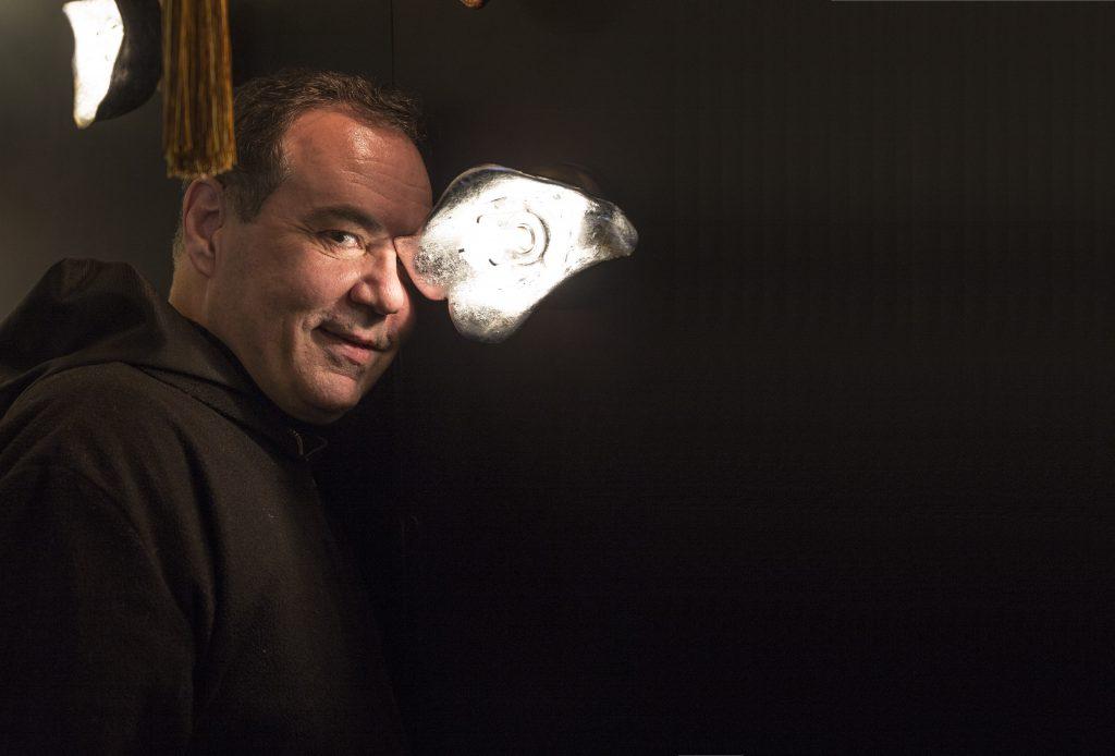 Fragiskos Bitros擅長用燈飾演繹人生