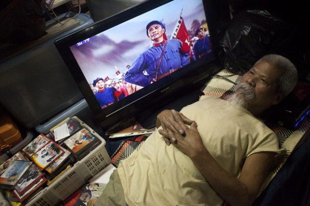 在保釣行動總部放滿毛澤東的影碟。