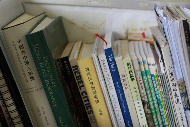 藏書一隅,擺放各種關於城市的書籍。
