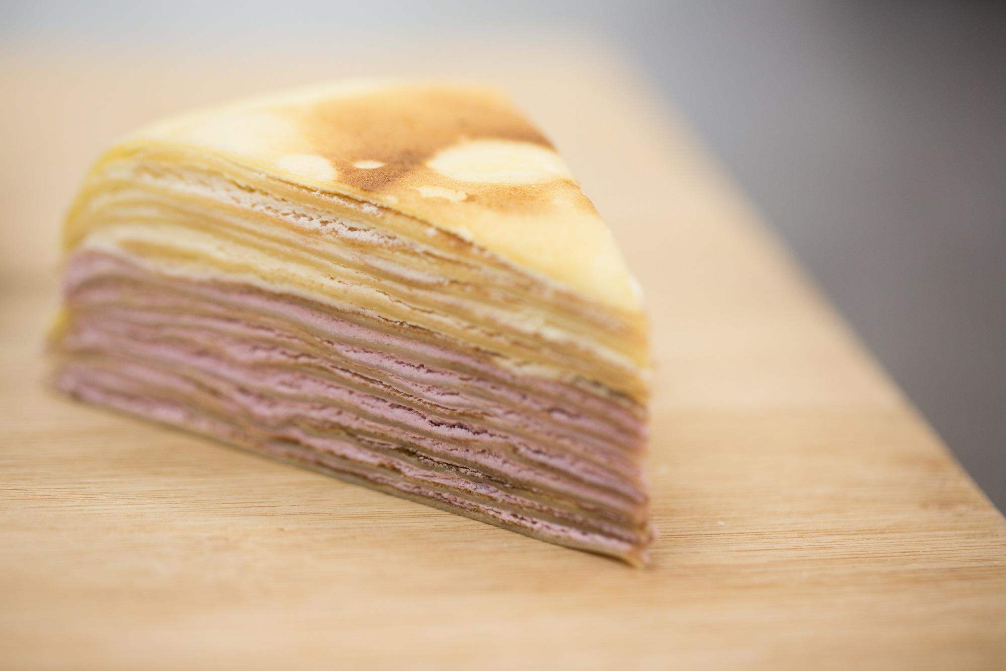 牛乳香芋千層蛋糕 // 阿霖強調混合味也很講究,不是隨便兩種口味混合起來都會好吃,有時一種味會蓋過另一種。($36)
