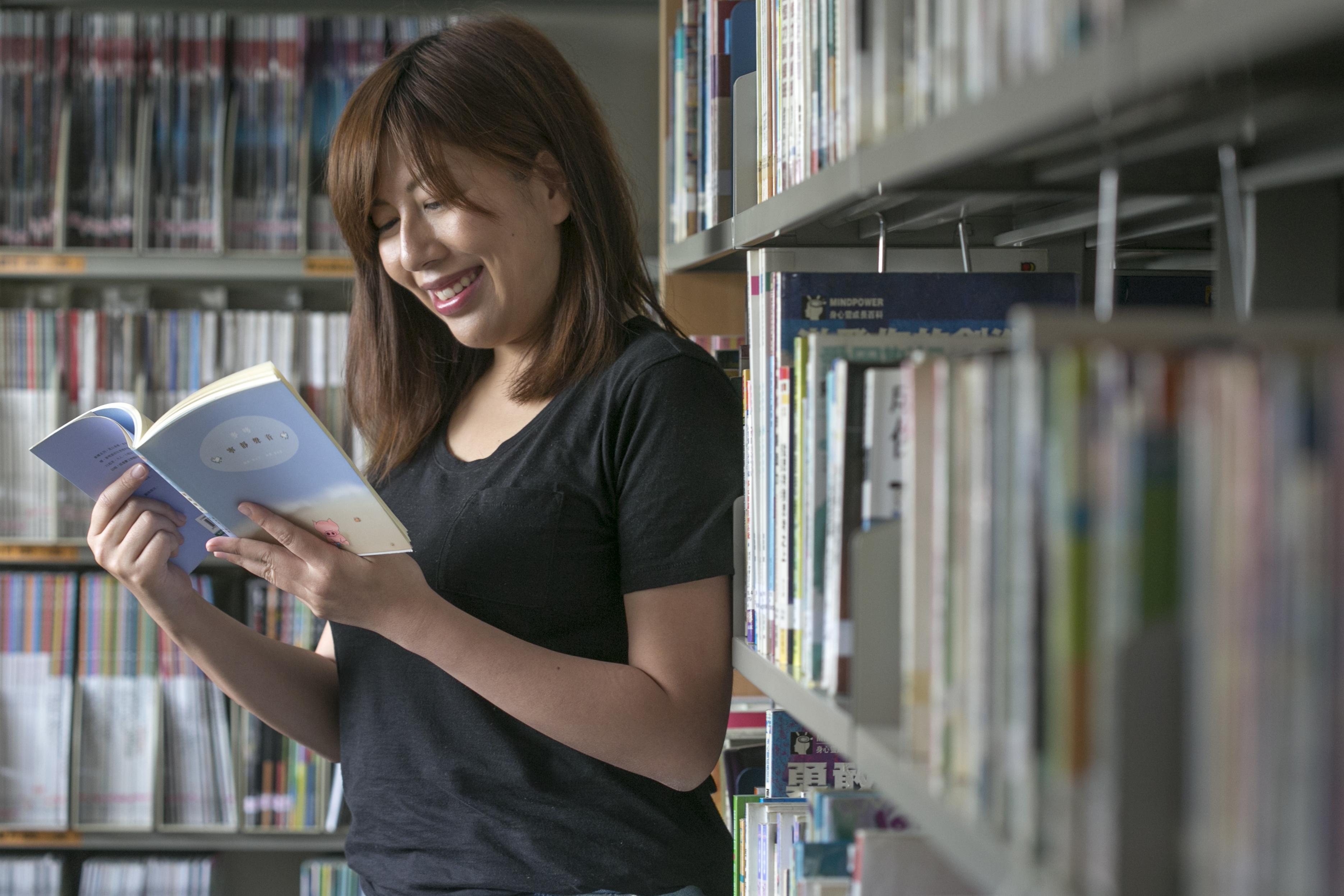 中學時代,趙曉彤每天到學校圖書館借書,一天讀完一本。