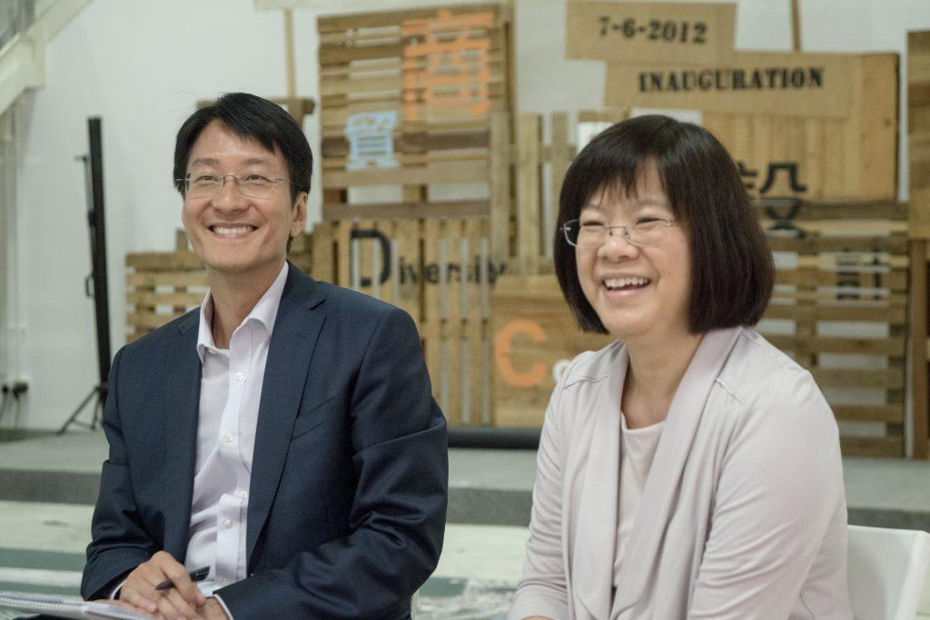 起動九龍東專員區潔英(右)及副專員黃德才期望將九龍東打造成第二個核心商業區。