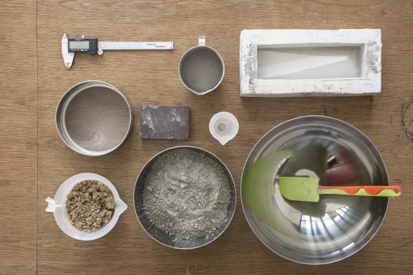 二人試着試着,竟發現烘焙的工具最適合用來製作水泥精品,畢竟水泥通常只會作大型工程之用。