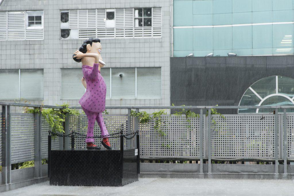 起動九龍東辦事處天台放置了不少在九龍公園展出後的動漫人物,免被運到堆填區,如圖中的哨牙珍。