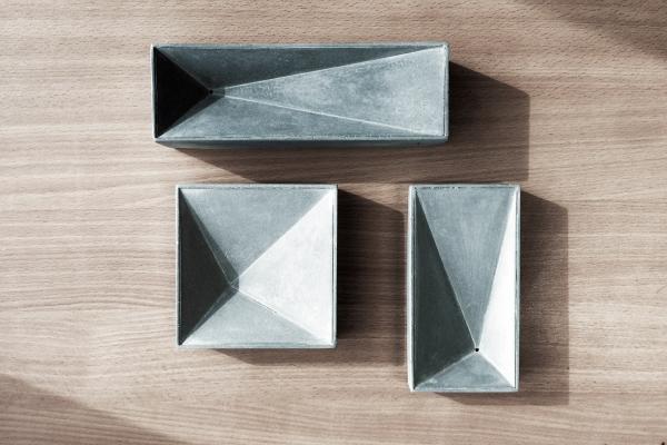工作室出品的水泥器物光影變化動人,富有建築美感。