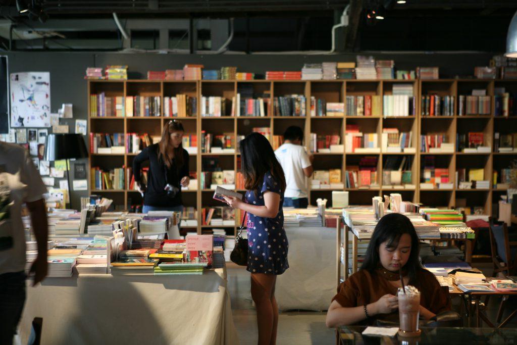 書店亦設雅座,供人打書釘。