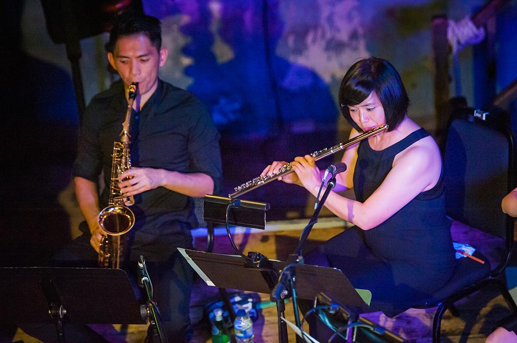 古典音樂的配器,在今次演出中算是基本的組成部份,再配合爵士樂團的即興演出,開展了不同文化與曲風的對話。