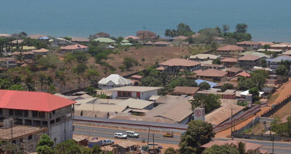 塞拉利昂的人類發展指數只有0.336,世界頭五十位國家的指數都在0.8之上,可見當地的發展相當不濟。