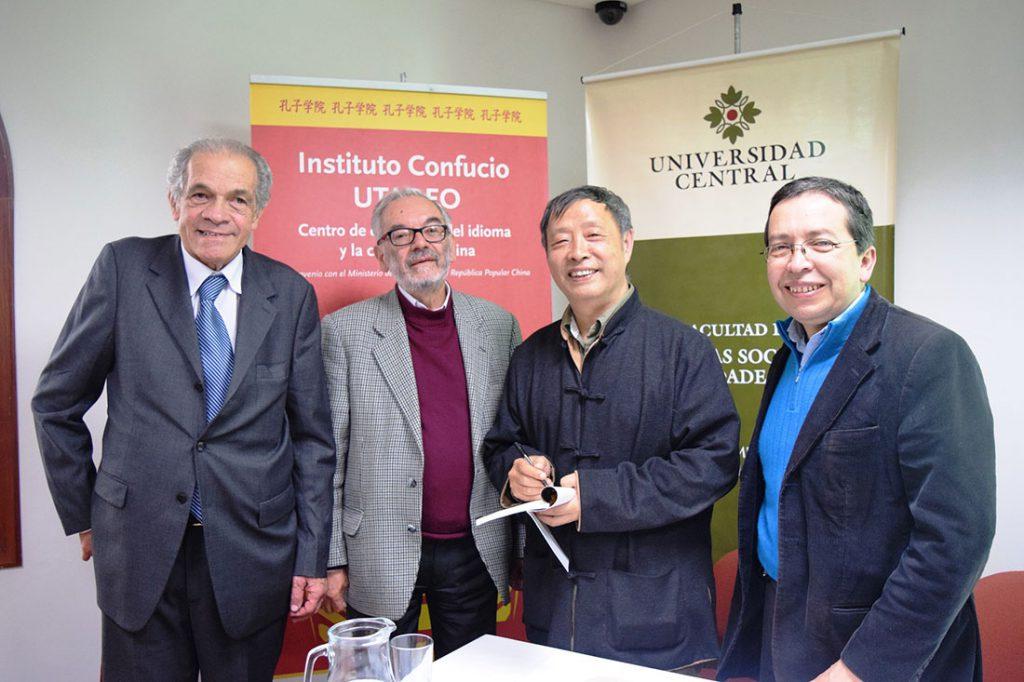 韓少功多任官職,亦時有出訪,圖為他出訪哥倫比亞塔德奧大學孔子學院時的照片。