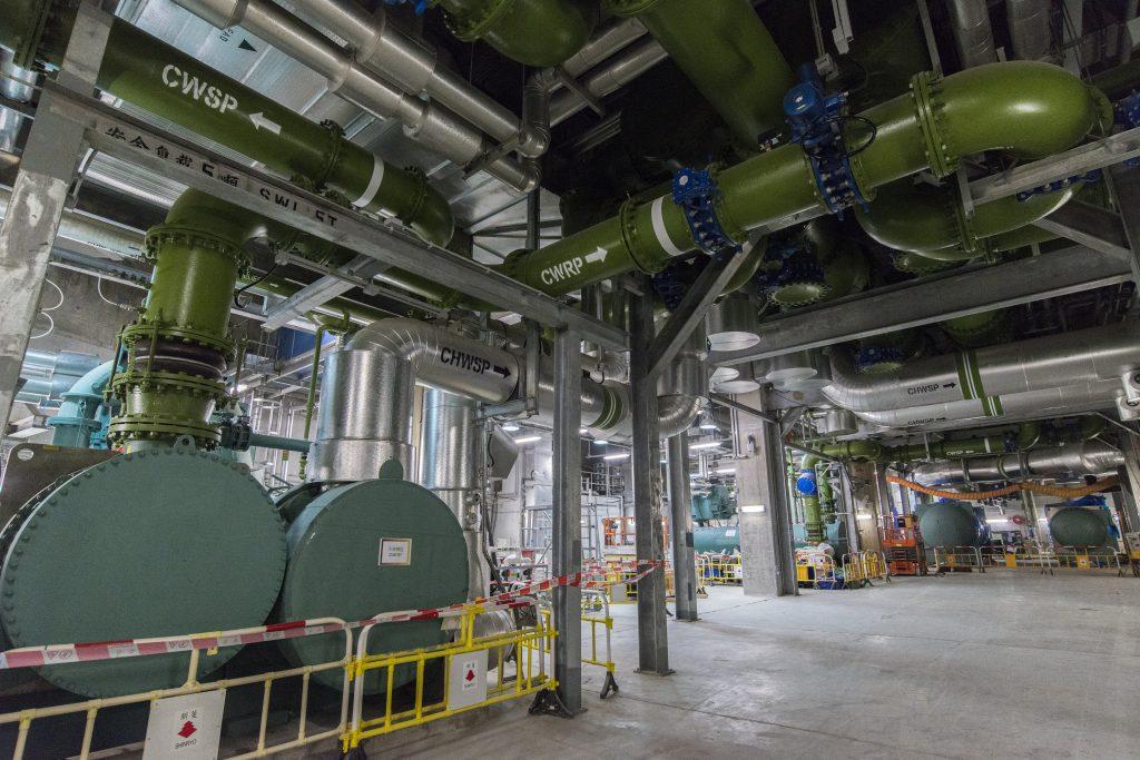 啟德區域供冷系統是全港首創,完成工程後將會是全球最大的海水冷卻系統。
