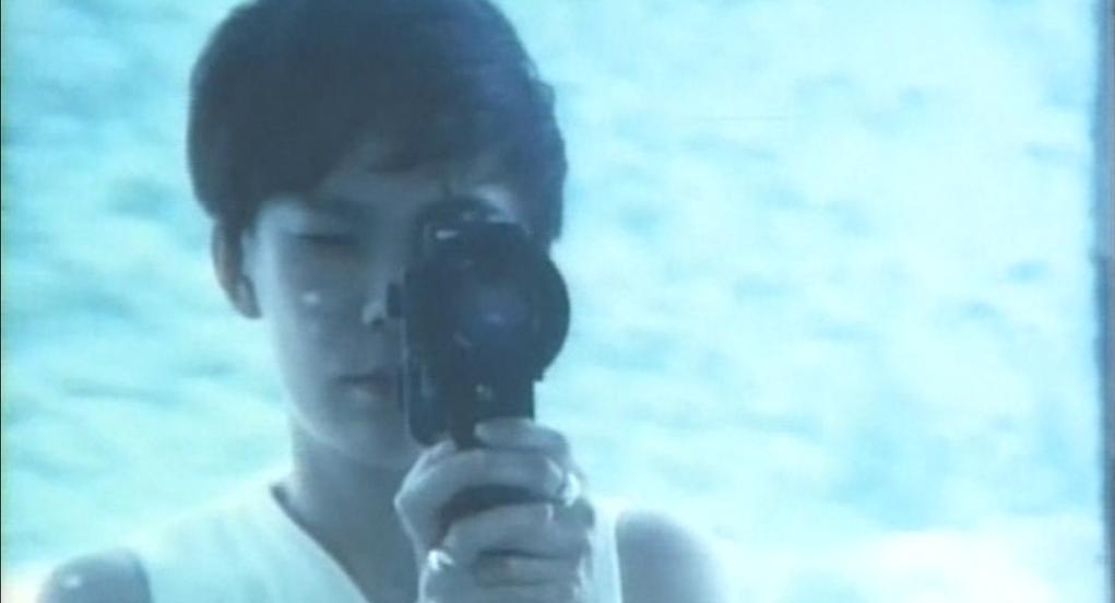被父母遺棄的她,曾在紀錄片《擁抱》裏記下她尋父的過程。