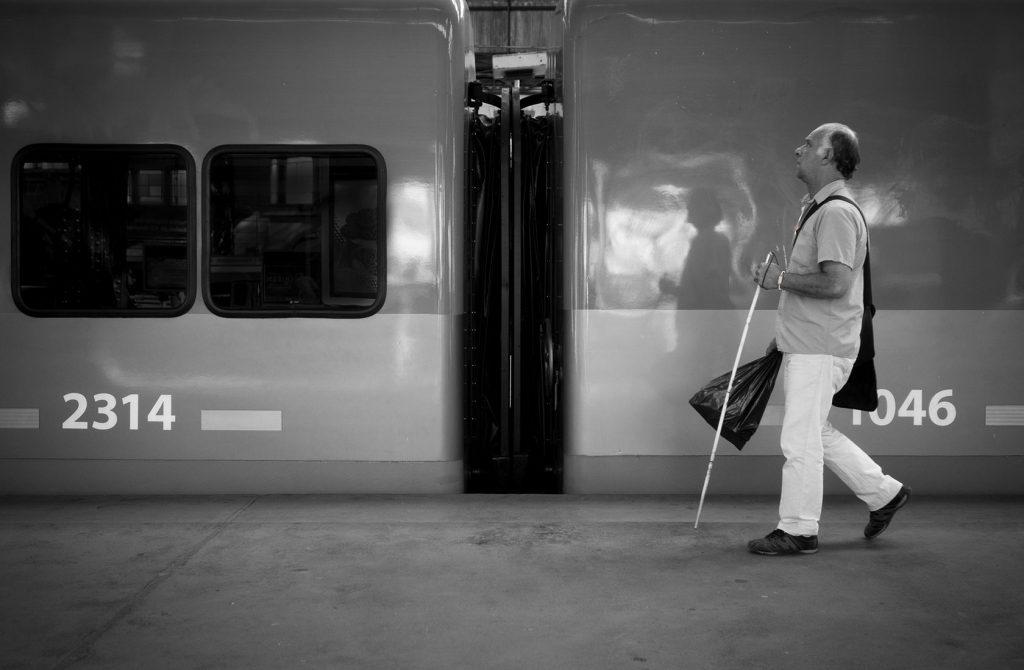 失明人士若要前往陌生地方,準備工夫更多。
