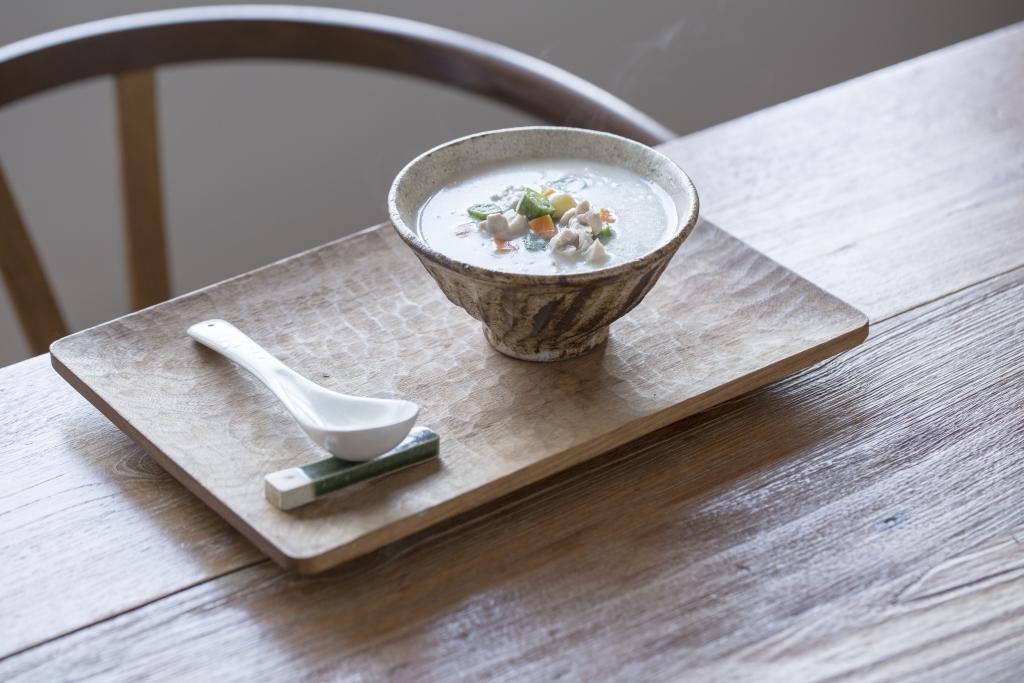 光吃白粥很乏味,何不配一些腐竹和豆乳,增添秀雅的豆香。