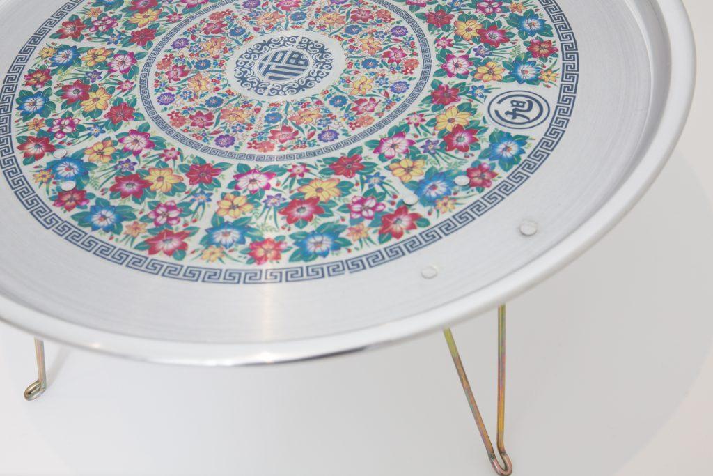 這種小型餐桌在韓國人家庭中十分普遍,簡單的造型值得應用於設計現代家品上。