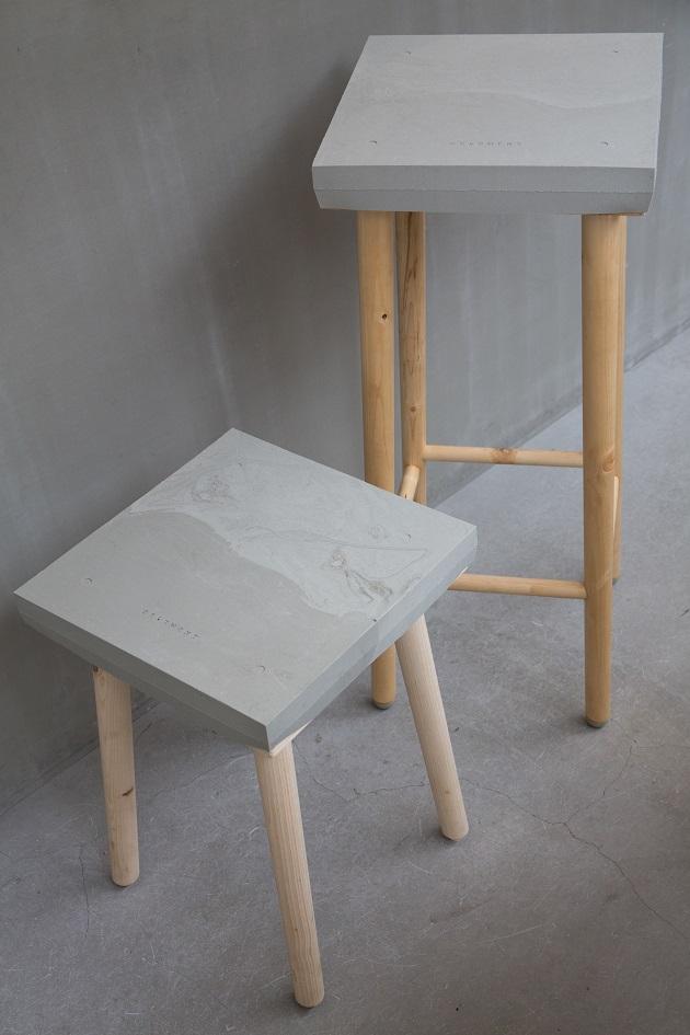 最新開發中的家具系列同是手工製作,木椅子包裹著軟水泥。看起來很堅硬、很尖銳,但其實很柔軟,非常安全。