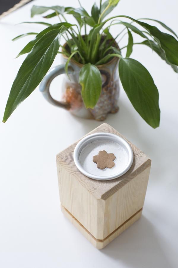 Max設計改良的松木製香爐,造型典雅輕巧,一改人們對傳統香爐老土過時的印象。