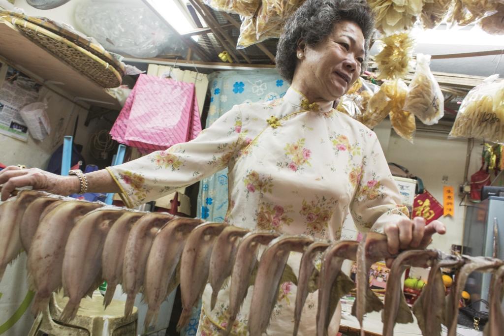 嬌姐說從前在船上生活,物資有限,不過儲備太 多調味料,煮食雖然從簡,但全家吃得一樣滋味,原因是她們有大地魚,滾湯煮瓜無它不可。