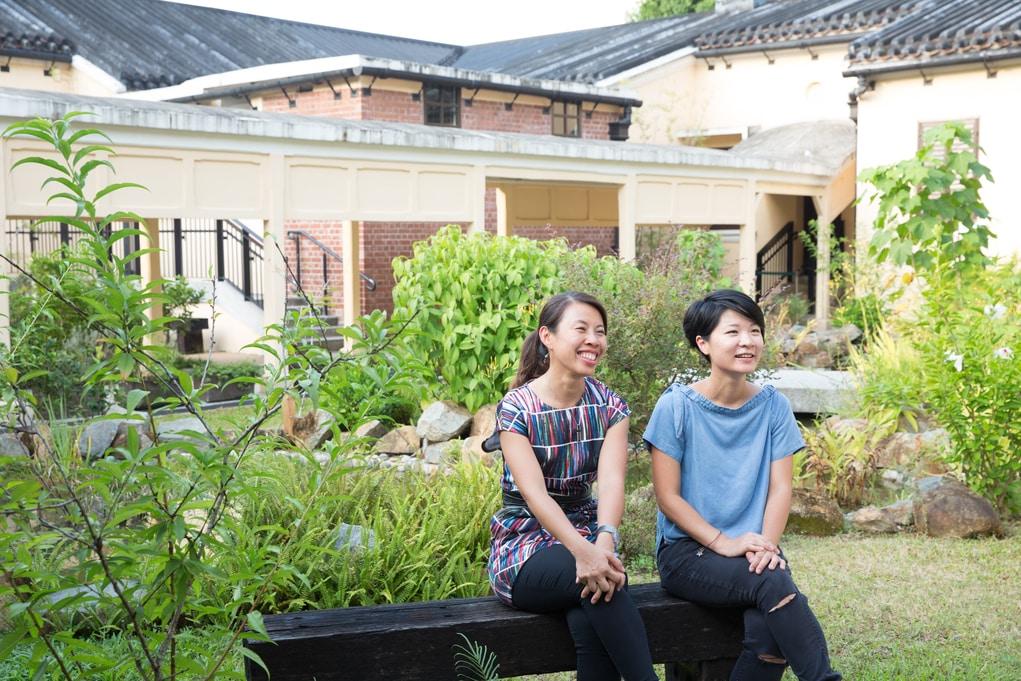 文物古蹟復修顧問May(左)和Wendy直言舊大埔警署有賴工匠、建築工程師、園藝師和嘉道理合作才能成功。