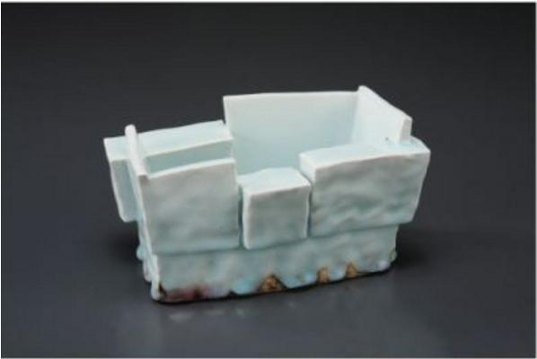 師傅吉川正道作品主要是柔美的白瓷與青白瓷。(圖片為2014年香港樂天陶社畫廊展覽的資料圖片)