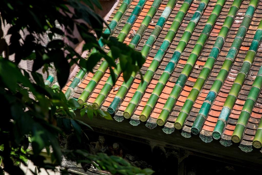 屋頂的琉璃瓦和紅瓦部分都曾更換,外貌與舊的建材融入。