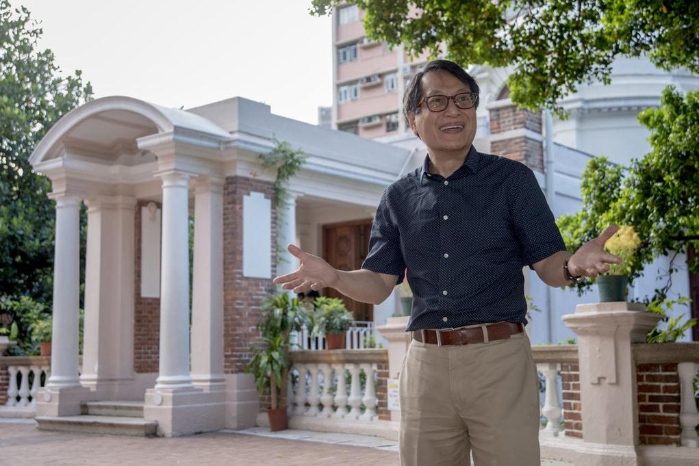 香港大學建築保育學部主任李浩然博士認為復修舊建築一樣能為業主賺錢,發展不一定要把古蹟推倒重建。