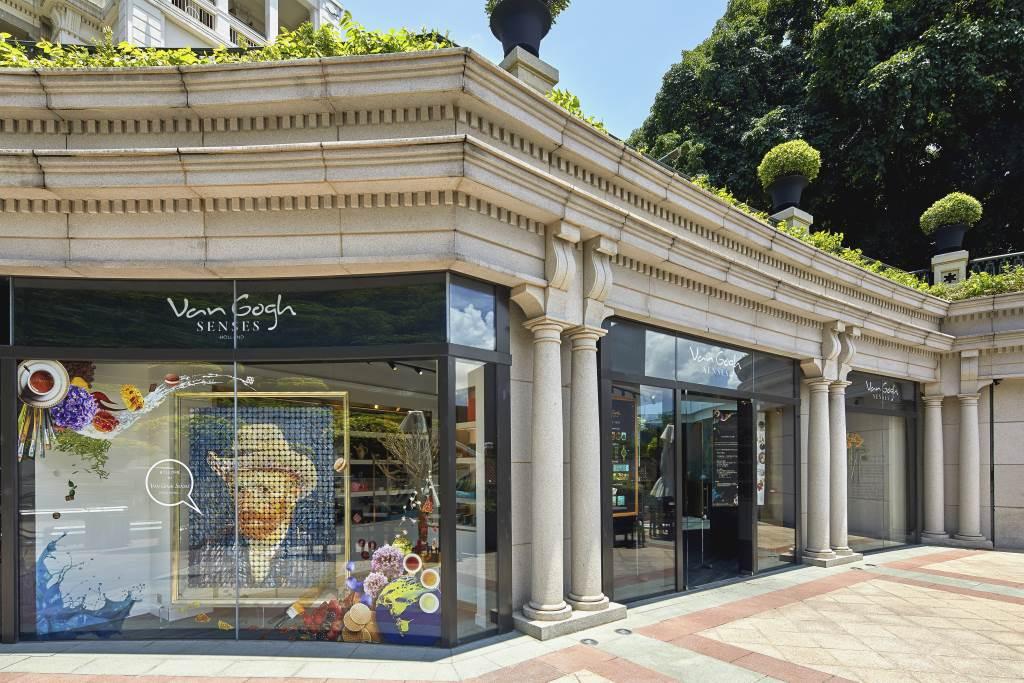 掛於店門口以過千顆馬卡龍砌成的梵高自畫像