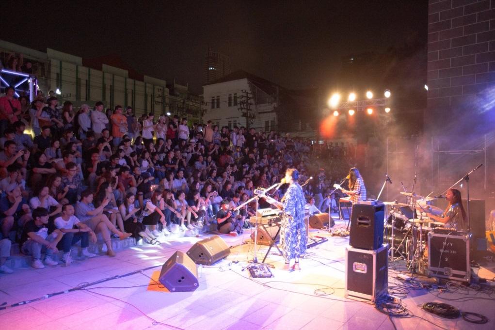 開幕時舉行了多次市集、音樂會等活動,讓街坊一同參與,令老區氣氛變得熱鬧。