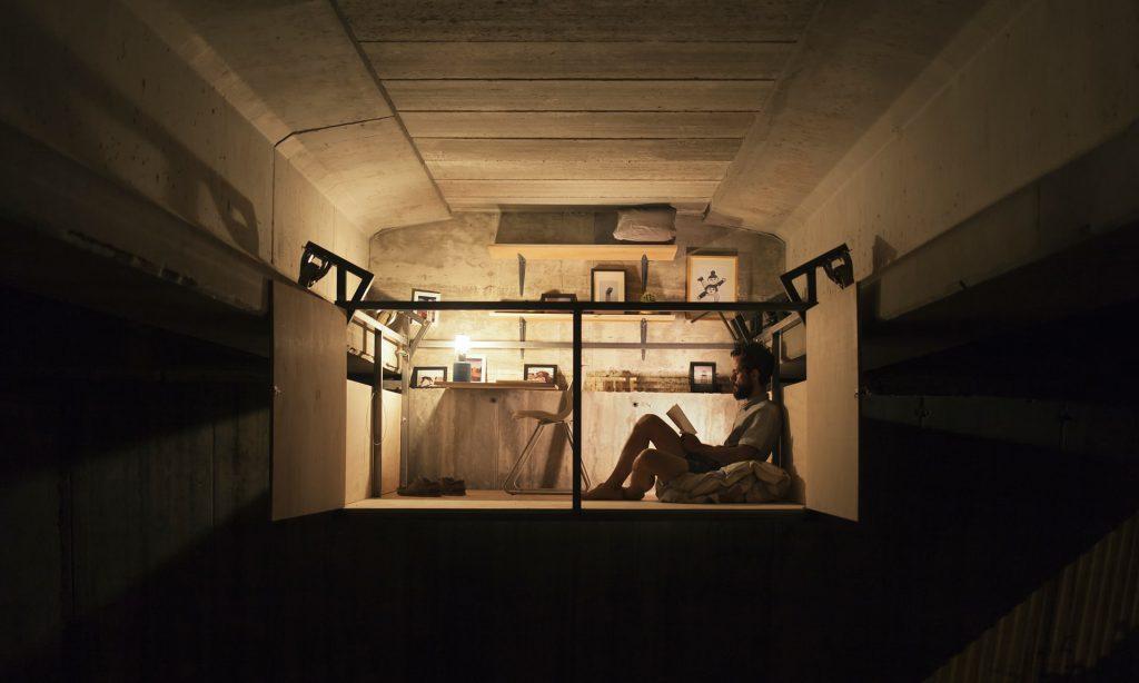 加上座檯燈,猶如置身於小房子中。