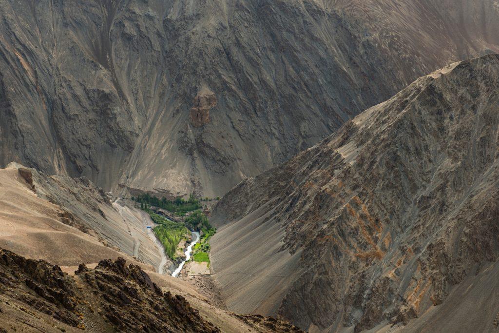 印度領土最北部地區拉達克位於喜馬拉雅山脈和崑崙山脈中間,當地約廿六萬人口卻仍過着貧困的農耕生活。