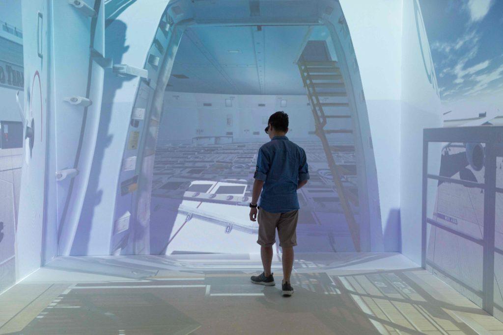 國泰航空在人力資源培訓中,就投資了虛擬實境技術,模擬機艙環境,練習搬運貨物,是一切的起點。