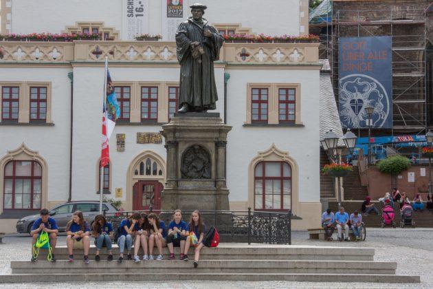 歷史悠久的市集廣場是青少年喜歡聚集的地方。